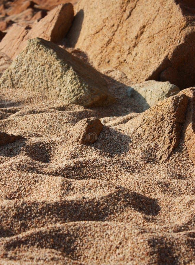 Download 石海滩的沙子 库存图片. 图片 包括有 岩石, 阳光, 晴朗, 夏天, 手段, 本质, 西班牙语, 宏指令 - 22350625