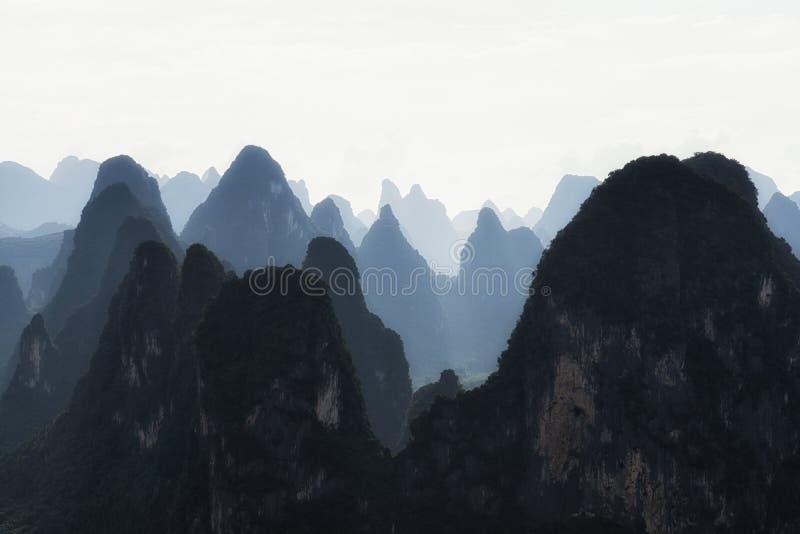 石灰岩地区常见的地形山上面 免版税图库摄影