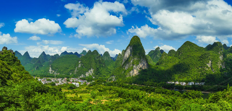 石灰岩地区常见的地形风景在桂林 免版税库存图片