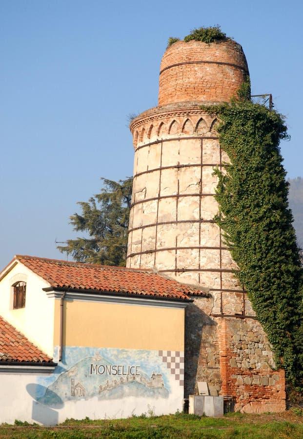 石灰的生产的美丽和古老熔炉在威尼托省的蒙塞利切帕多瓦(意大利) 免版税库存照片