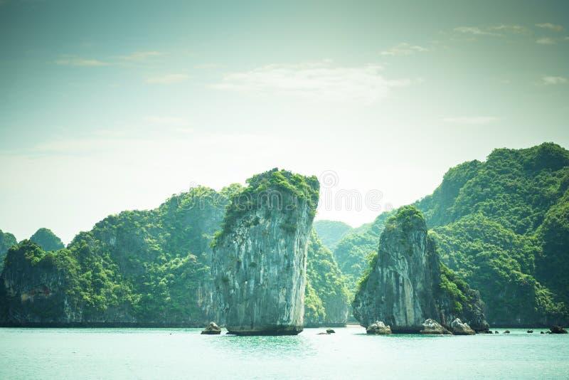 石灰石哈隆海湾风景 库存图片