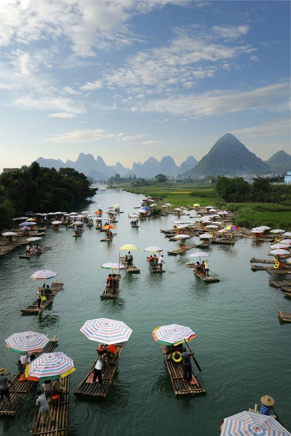 石灰石在yulong河 免版税图库摄影