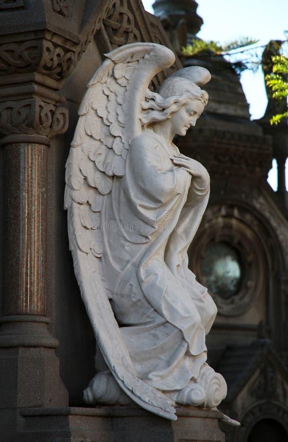在一座公墓Recoleta的天使雕象在布宜诺斯艾利斯。 免版税库存照片