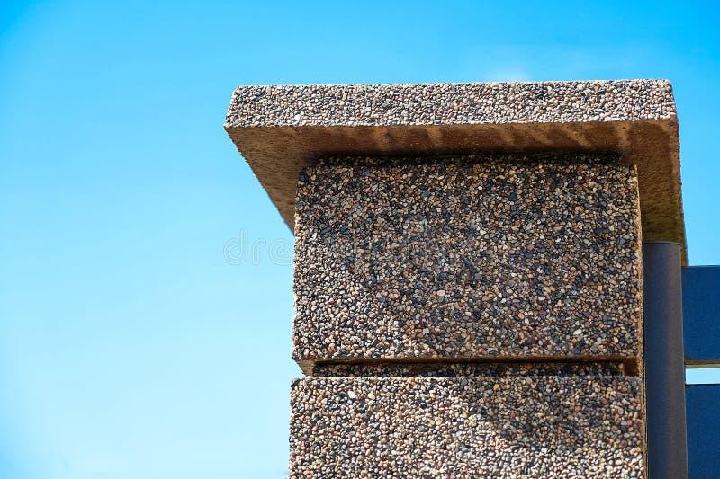 石篱芭,花岗岩的纹理有长方形块的切削 免版税库存图片