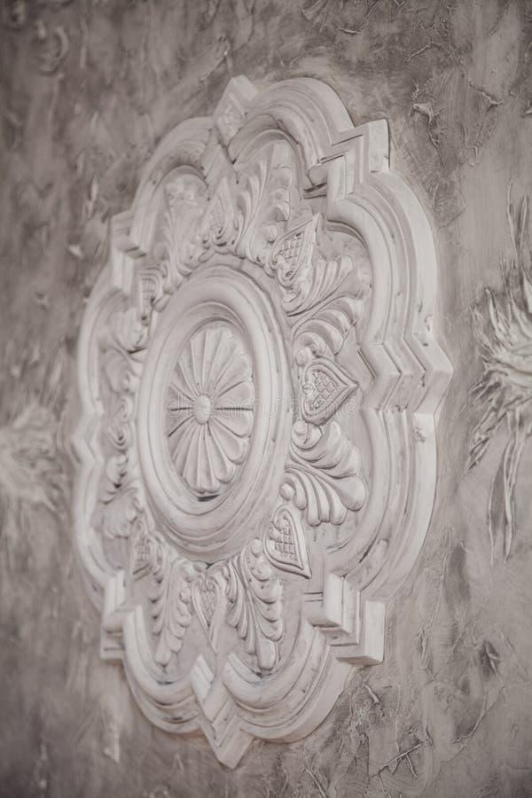 石膏网眼图案与手工制造细节的艺术纹理 免版税库存图片