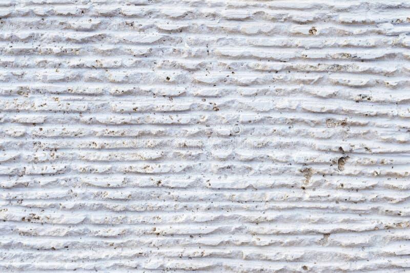 石表面特写镜头与踪影的处理 在石头的平行的线由切割工具离开 摘要 库存照片