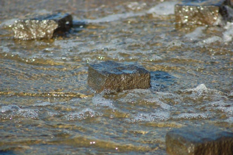 石路径在水中 免版税库存照片