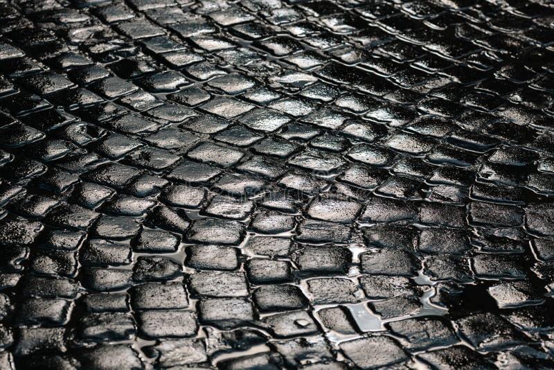 石路面纹理 花岗岩大卵石扔石头的路面背景 老鹅卵石路面关闭抽象背景  免版税库存图片