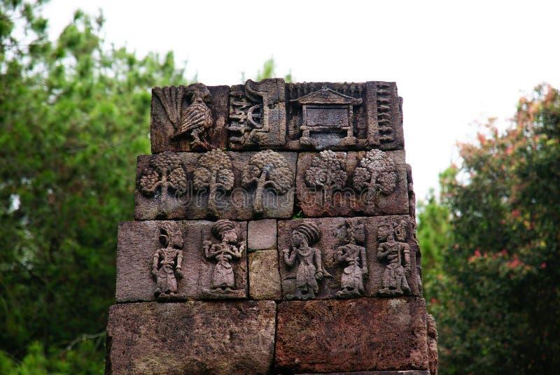 石雕塑和安心在Sukuh寺庙 免版税图库摄影