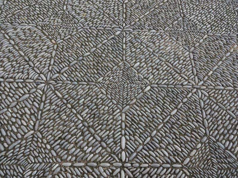 石马赛克铺面,美丽的大卵石石头边路 库存图片