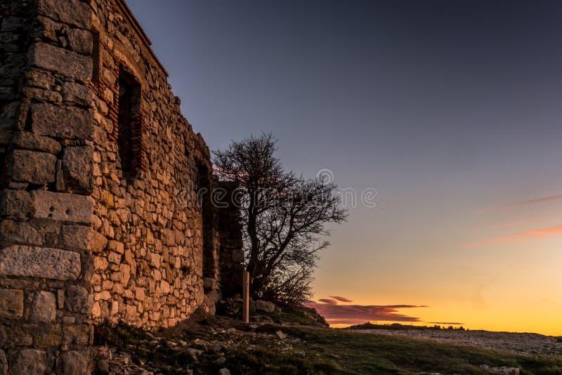 石头一个老房子的废墟在西班牙 免版税库存图片