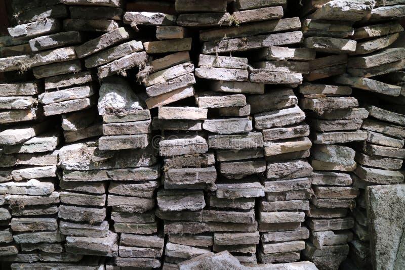 石头书和砖 免版税库存照片