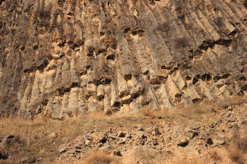 石头交响乐在Azat河峡谷的在Garni附近的 免版税库存照片