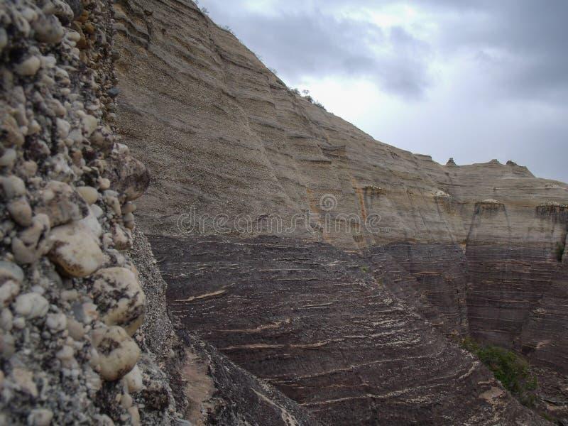 石pierada的冰砾的岩层在Serra da Capivara公园  免版税库存图片