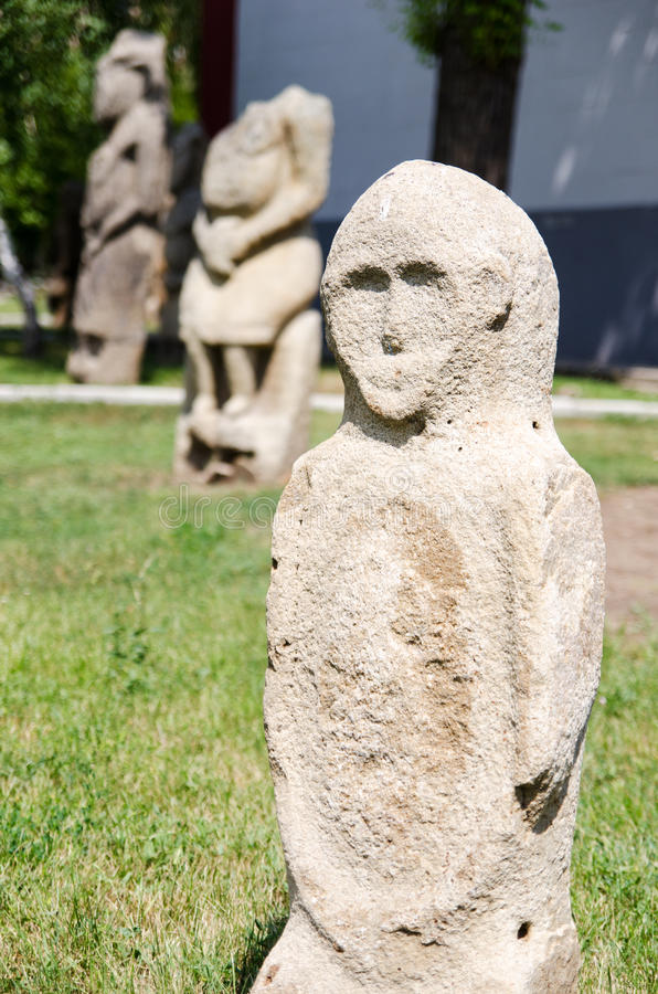 石polovtsian雕塑在Lugansk,乌克兰公园博物馆  免版税图库摄影