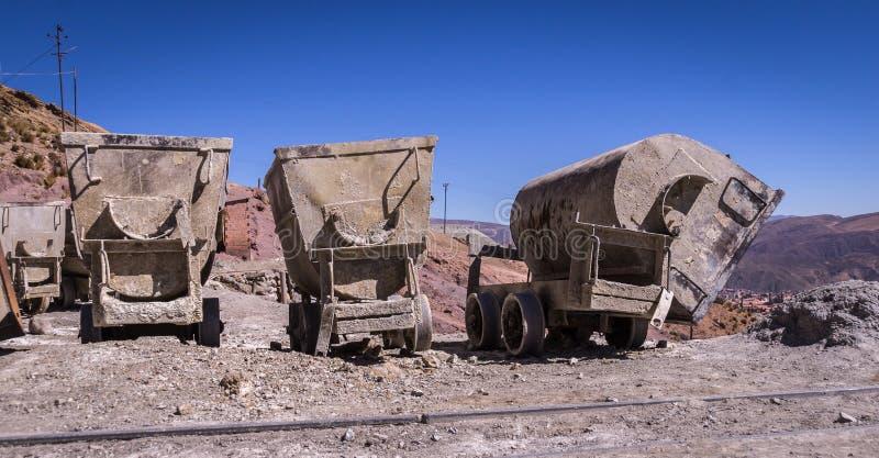 矿推车在波托西,玻利维亚 免版税库存照片