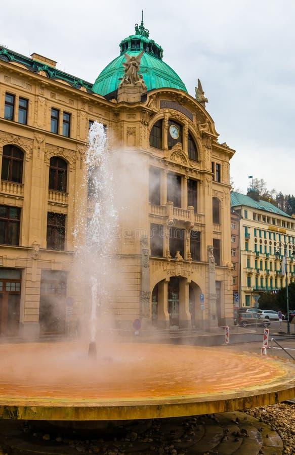 矿泉水温泉喷泉在Carlsbar 免版税库存照片