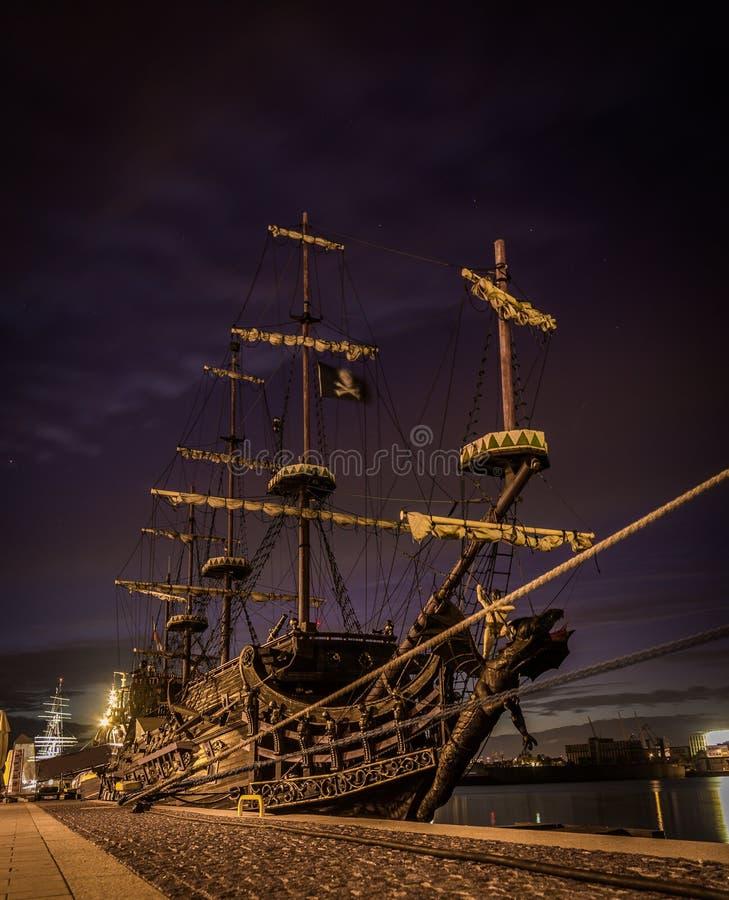 码头停住的老海盗船在索波特,Gdyna 免版税库存图片