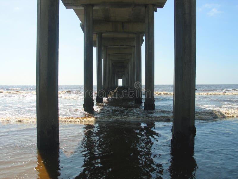 Download 码头 库存图片. 图片 包括有 加利福尼亚, 火箭筒, 结构, 查找, 转接, 海岸, 下面, 影子, 影响 - 193471