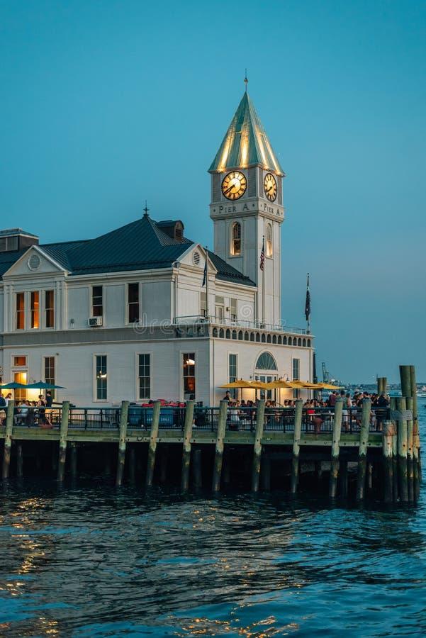 码头A港口议院在晚上,在巴特里公园,曼哈顿,纽约 免版税库存照片