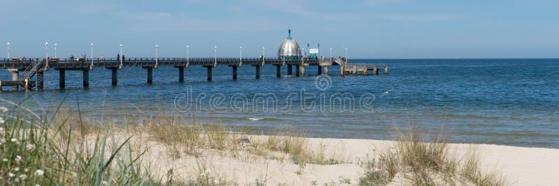 码头Vineta桥梁和潜水艇在齐诺维茨乌瑟多姆岛 免版税库存照片