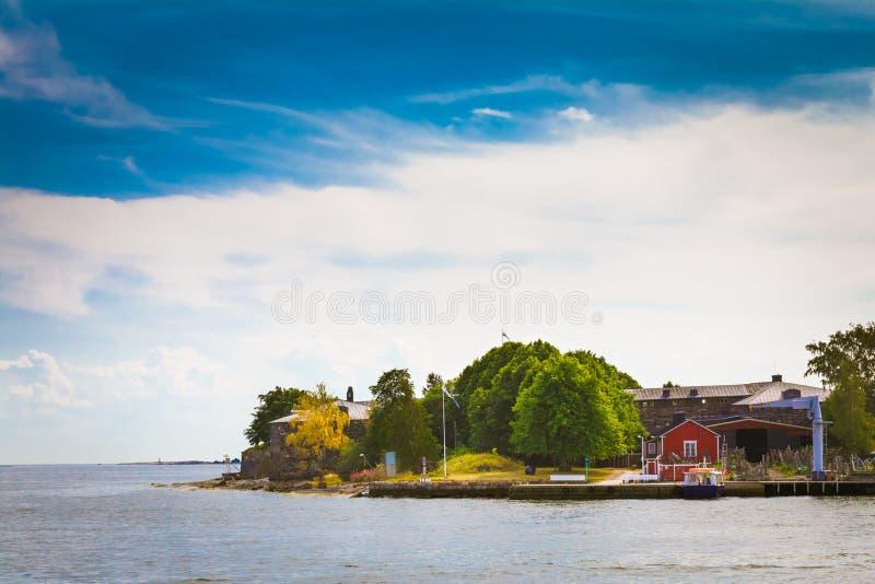 码头、港口和奎伊,在赫尔辛基附近的海岛 免版税库存照片
