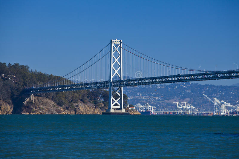 从码头七的奥克兰桥梁 免版税库存图片