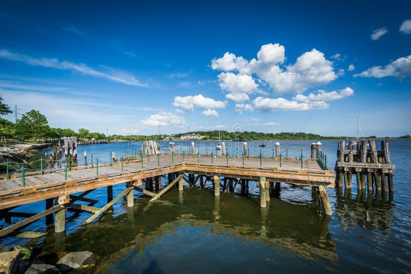 码头在Seekonk河,在上帝,罗德岛州 免版税库存照片