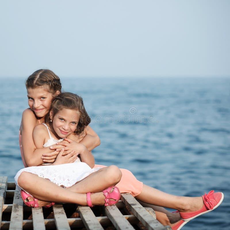 码头的美丽的女孩。海 图库摄影