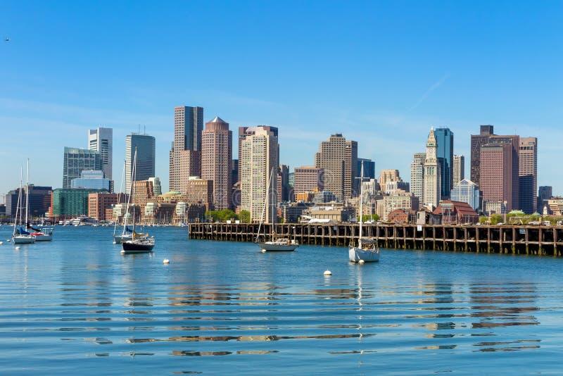 从码头看的波士顿地平线停放,马萨诸塞 免版税图库摄影