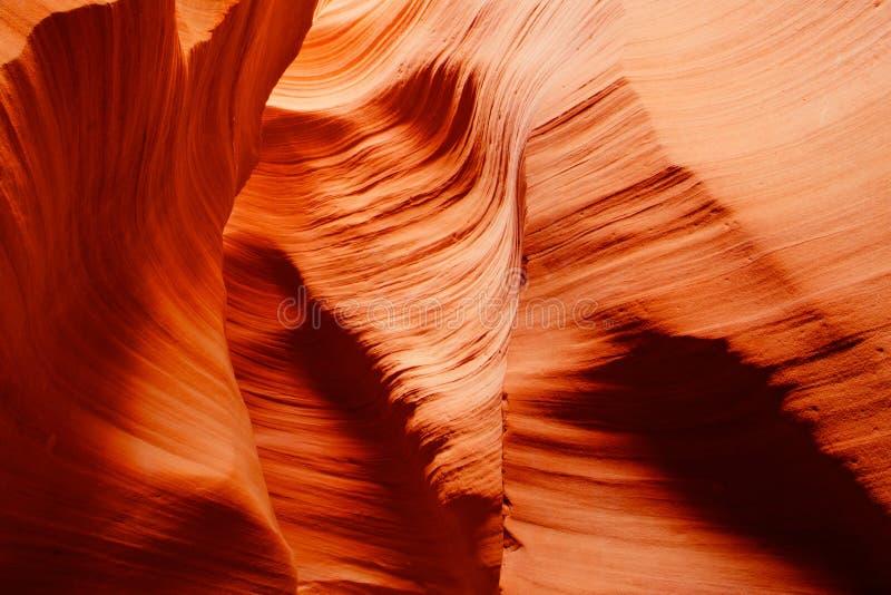 砂岩波浪和颜色在偶象羚羊峡谷里面 库存图片