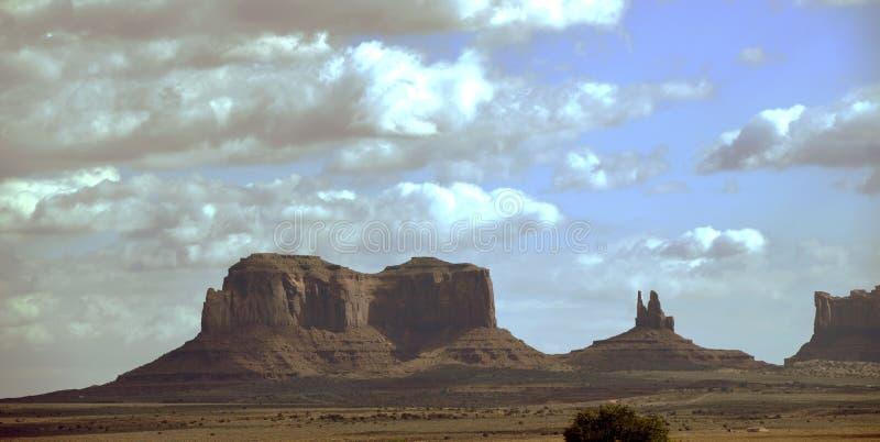 砂岩upwarp在纪念碑谷犹他 库存照片