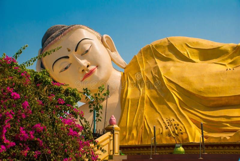 Download 砂海螂Tha Lyaung斜倚的菩萨 Bago Myanma 缅甸 库存图片 - 图片 包括有 寺庙, 雕塑: 72361779