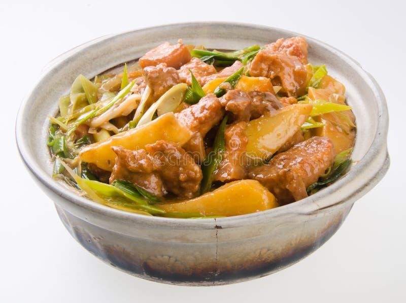 砂锅大蒜热叶子猪肉罐土豆 免版税库存图片