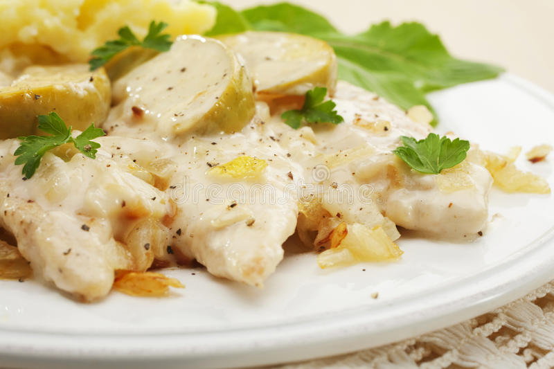 砂锅鸡诺曼底炖煮的食物 免版税库存图片