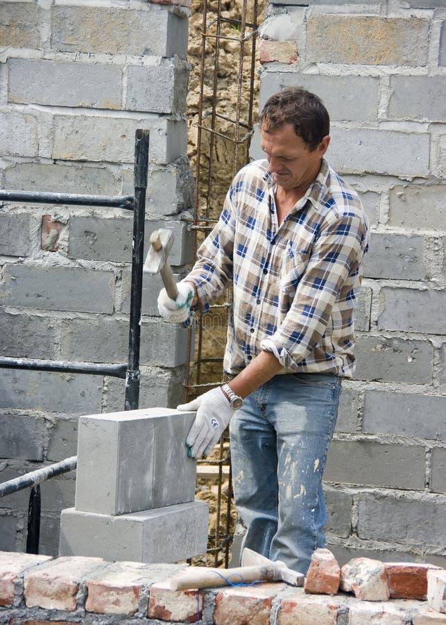 砌砖工工作 免版税库存图片