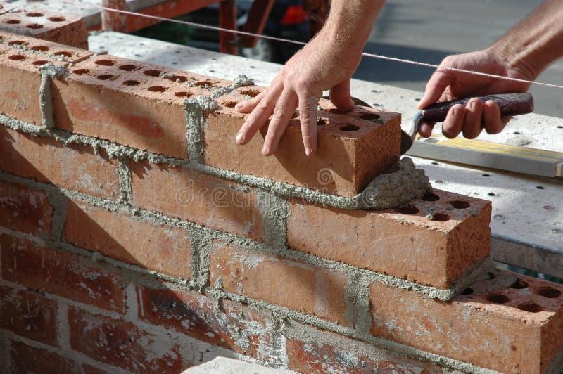 砌砖工 库存图片