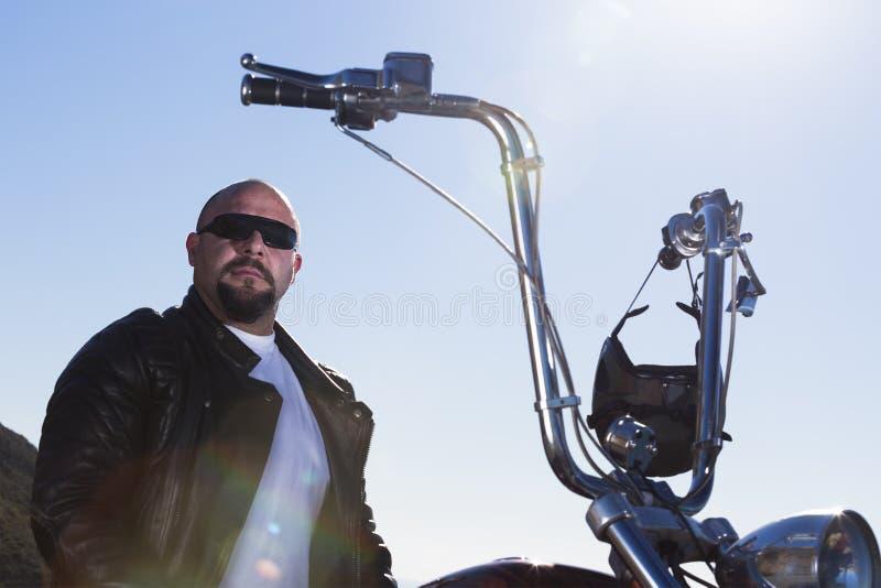 砍刀摩托车车手的画象 免版税库存照片