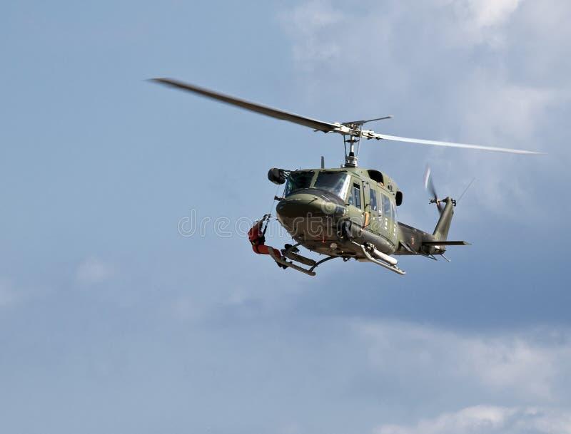 砍刀huey救伤直升机 库存图片