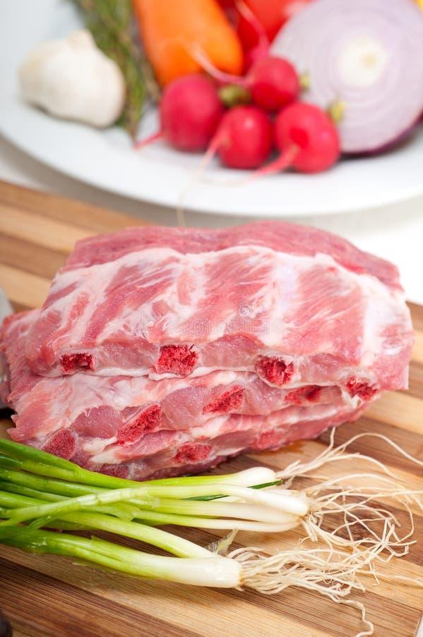Download 砍新鲜的猪排和菜 库存图片. 图片 包括有 草本, 厨房, 食谱, 红色, 美食, 烹调, 蛋白质, 猪肉 - 30332519