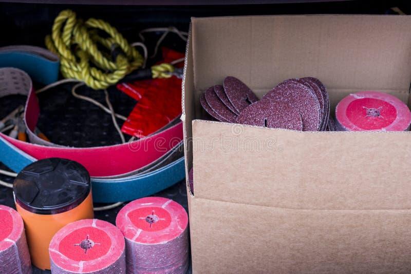 研和清洗的磨蚀纤维圆盘金属,木头,绘其他材料 免版税库存照片