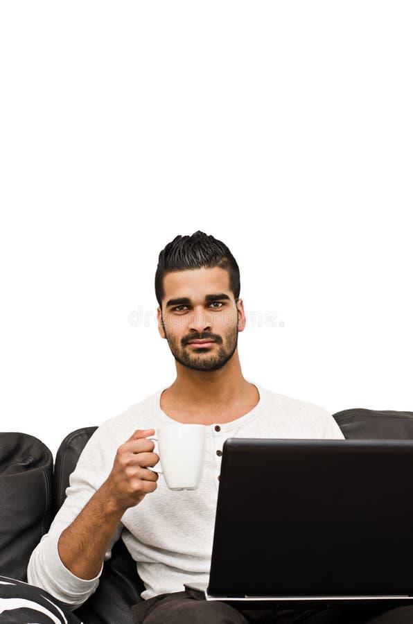 研究膝上型计算机的男性 库存图片