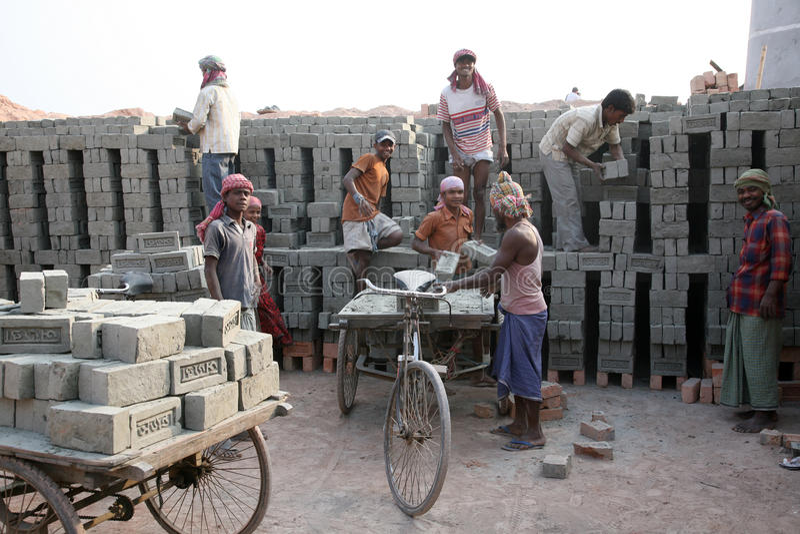 砖厂工作者 免版税库存照片