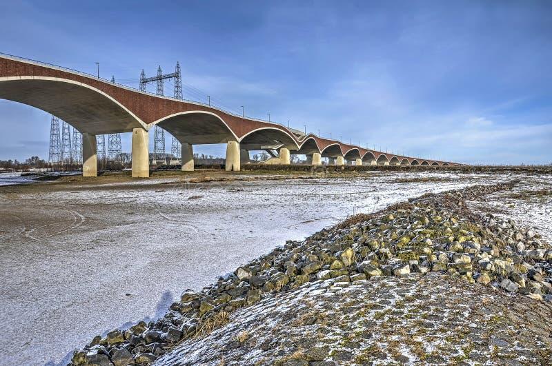 砖和具体曲拱在洪泛区 库存图片