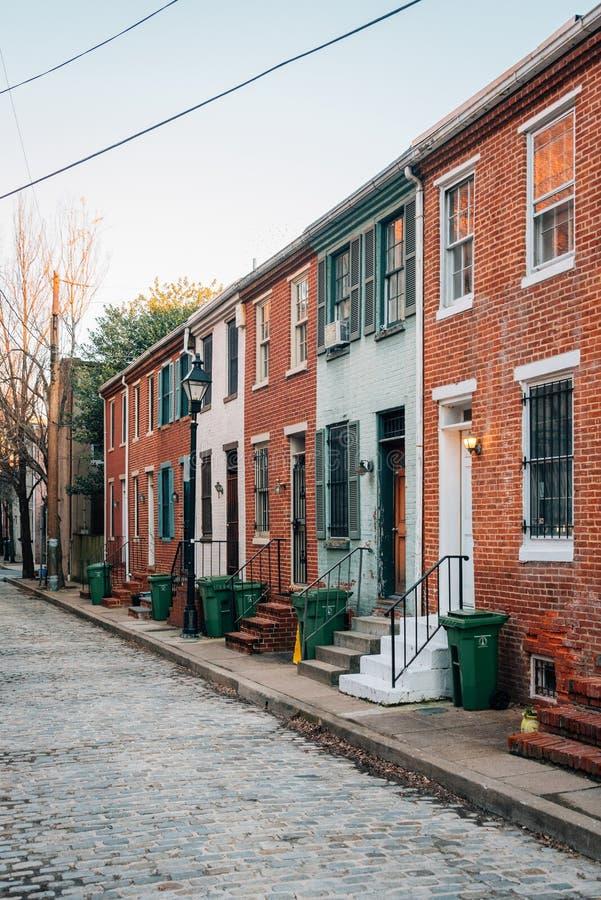 砖在多弗街上的行格住宅在Ridgely的欢欣,巴尔的摩,马里兰 图库摄影