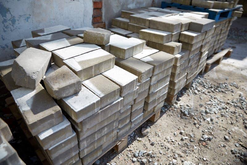 砖在木存贮板台分批 库存照片