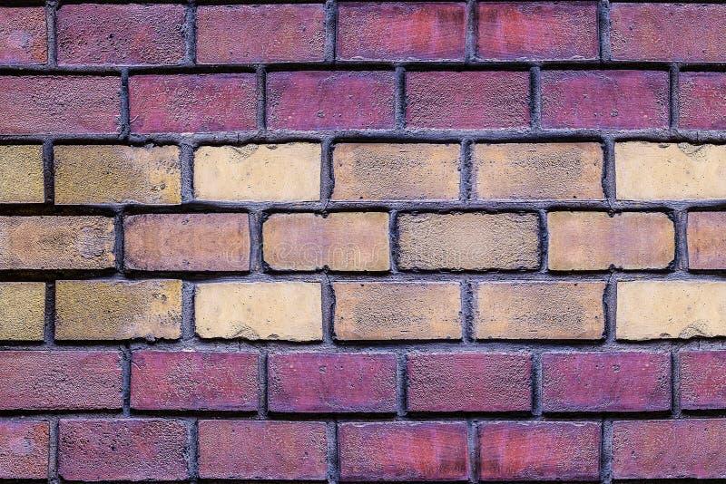 砖墙红色黑暗的赤土陶器石头长方形米黄沙子设计特写镜头水平的基地 免版税库存图片