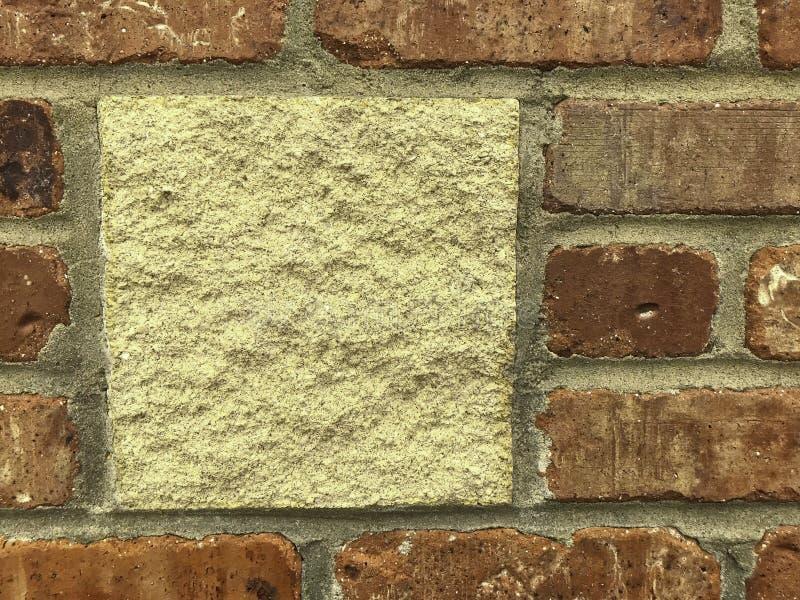 砖墙,有石插页的,毛面 免版税图库摄影