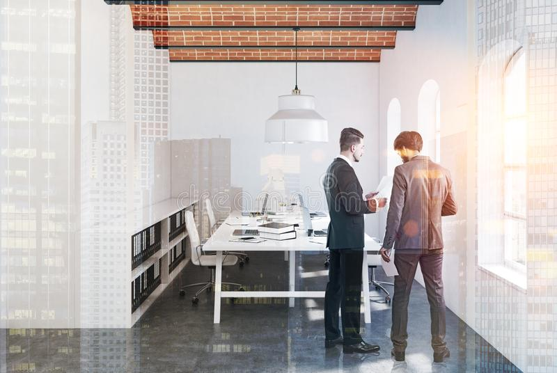 砖天花板露天场所办公室,被定调子的混凝土 向量例证