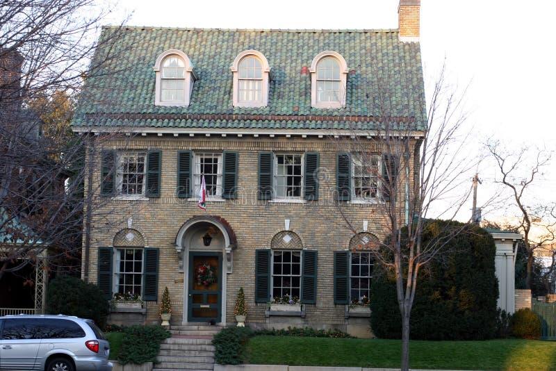 Download 砖家庭庄严 库存照片. 图片 包括有 草坪, 社区, 视窗, 房子, 典雅, 不列塔尼的, 平安, 步骤, 庄严 - 53654